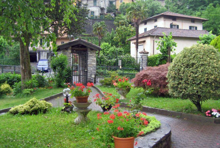 Lake Como Tremezzo apartment in villa with parkland. Only € 75.000 garage included (10)