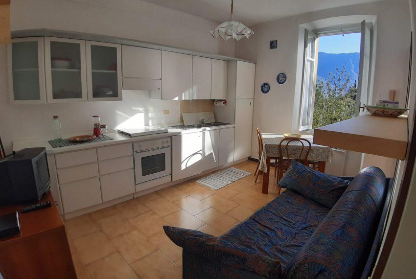 Lake Como Tremezzo apartment in villa with parkland. Only € 75.000 garage included (3)