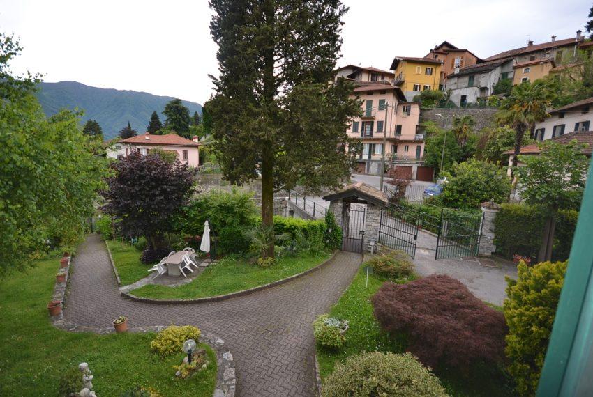 Lake Como Tremezzo apartment in villa with parkland. Only € 75.000 garage included (9)