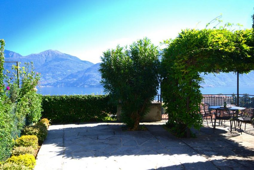 menaggio historical villa close to the centre, with garden terrace, lake view and parking spaces (12)