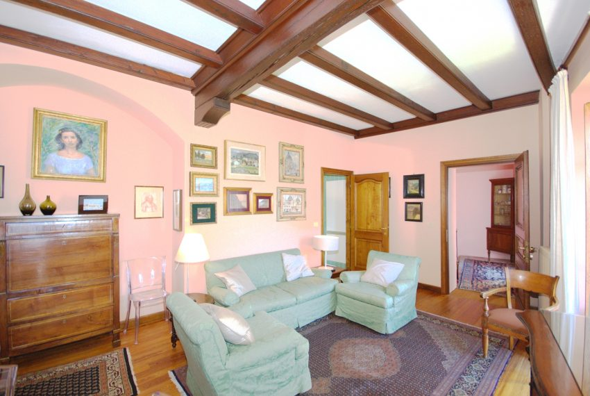 menaggio historical villa close to the centre, with garden terrace, lake view and parking spaces (15)