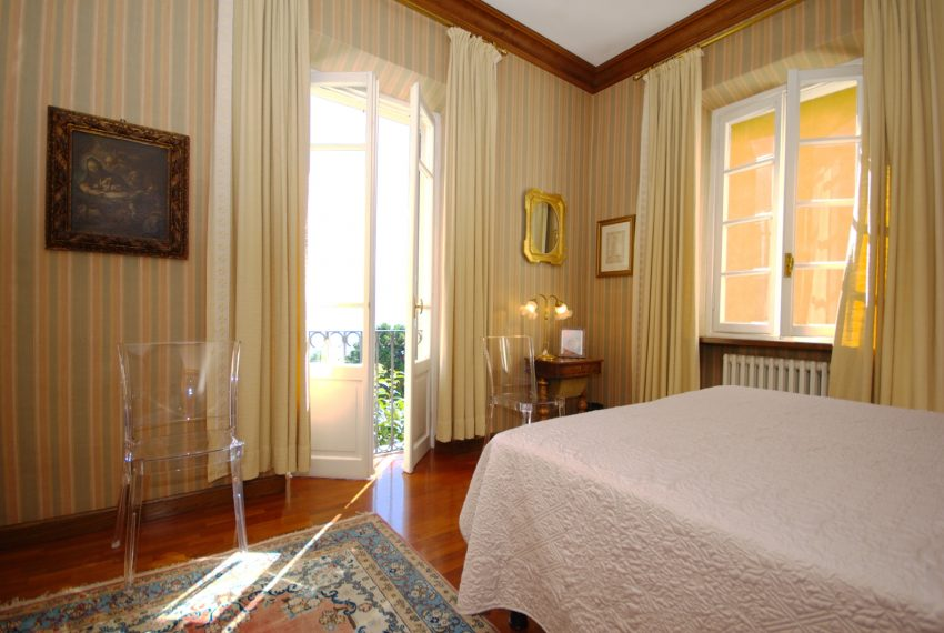 menaggio historical villa close to the centre, with garden terrace, lake view and parking spaces (16)