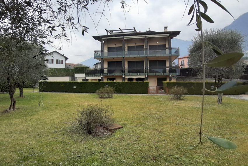 Lake Como lenno large apartment in residence with swimming pool and lake view (12)
