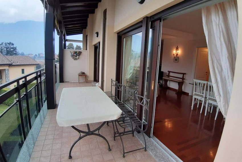 Lake Como lenno large apartment in residence with swimming pool and lake view (3)