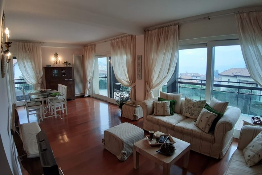 Lake Como lenno large apartment in residence with swimming pool and lake view (5)