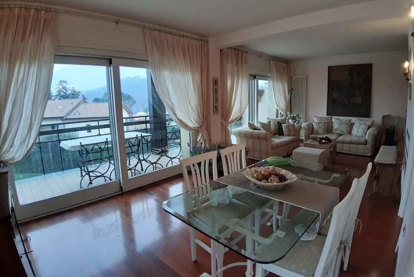 Lake Como lenno large apartment in residence with swimming pool and lake view (7)