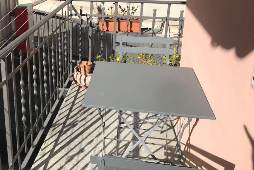 Menaggio appartamento ristrutturato in centro paese con balcone. arredamento completo (1)