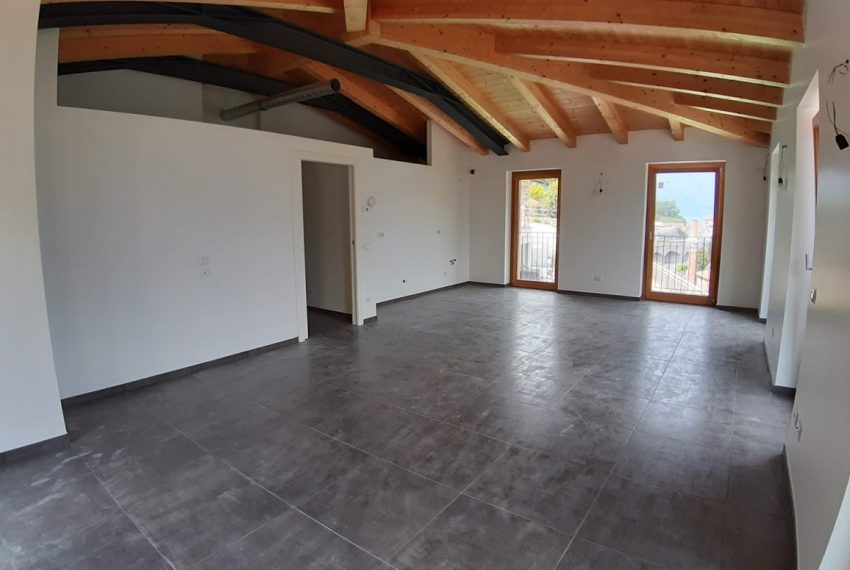 lake Como brand new penthouse with pool, private garden, garage and lake view. 100 mt from the beach (12)