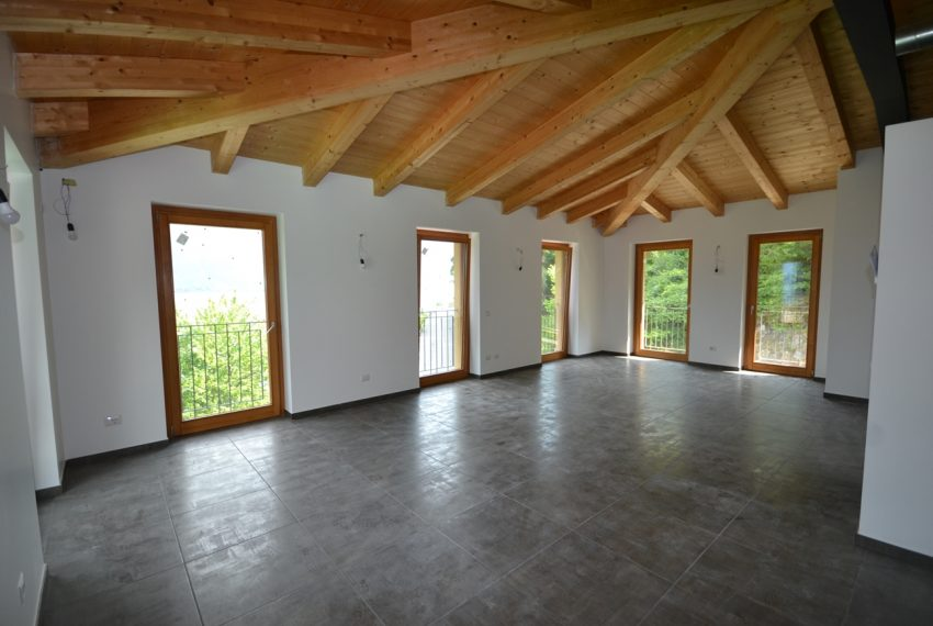 lake Como brand new penthouse with pool, private garden, garage and lake view. 100 mt from the beach (16)