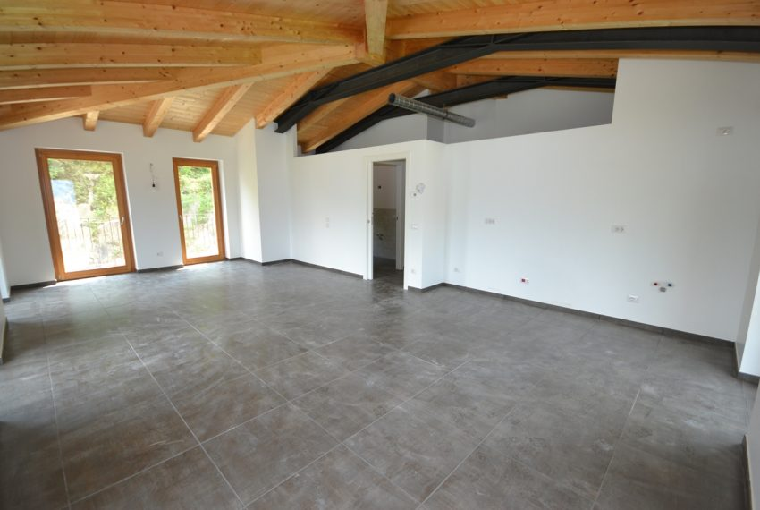 lake Como brand new penthouse with pool, private garden, garage and lake view. 100 mt from the beach (17)