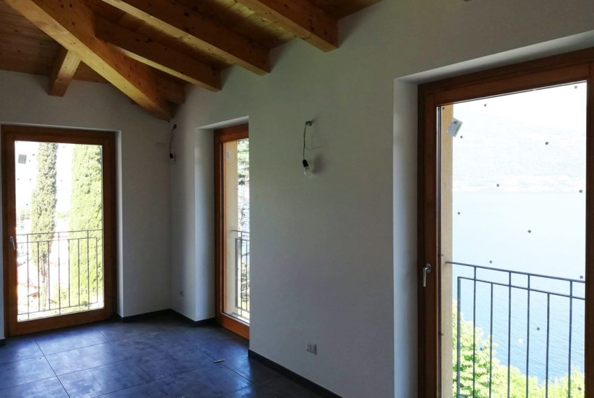 lake Como brand new penthouse with pool, private garden, garage and lake view. 100 mt from the beach (7)