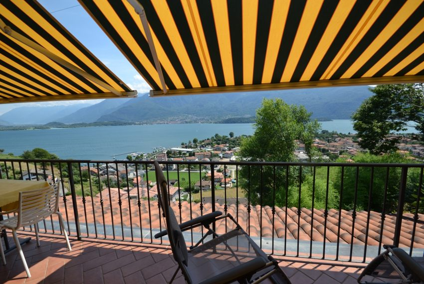 Lake Como Vercana apartment in residence with pool and large lake vie wterrace (14)