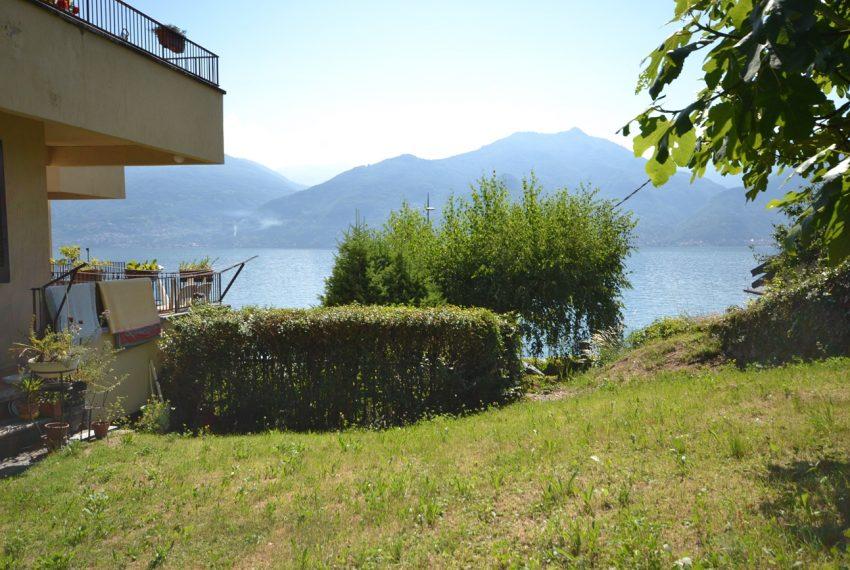 Menaggio Lake Como. Lake front apartment with balcony, parking space, lake view (10)