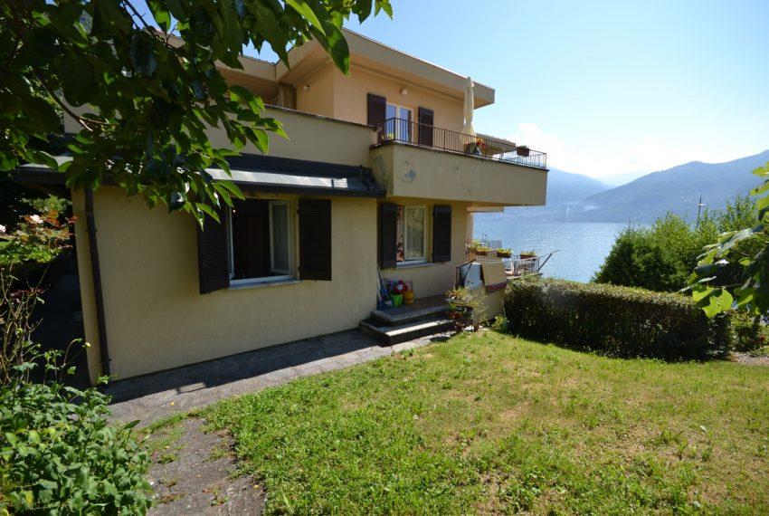 Menaggio Lake Como. Lake front apartment with balcony, parking space, lake view (11)