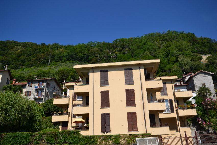 Menaggio Lake Como. Lake front apartment with balcony, parking space, lake view (4)