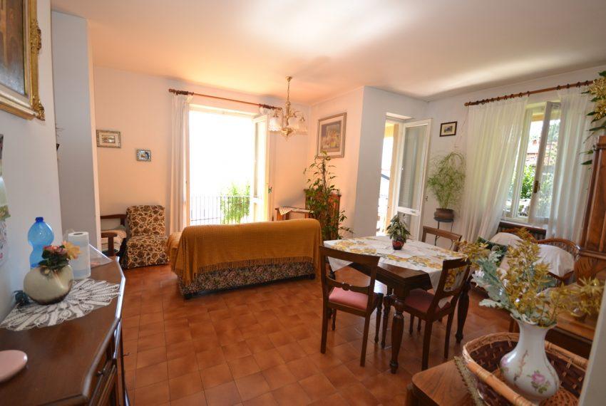 Menaggio Lake Como. Lake front apartment with balcony, parking space, lake view (5)