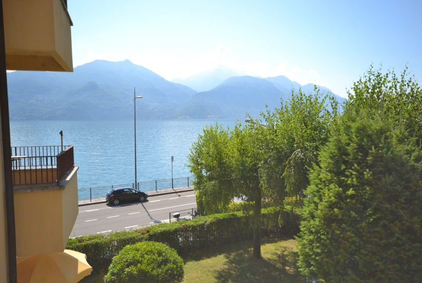 Menaggio Lake Como. Lake front apartment with balcony, parking space, lake view (6)