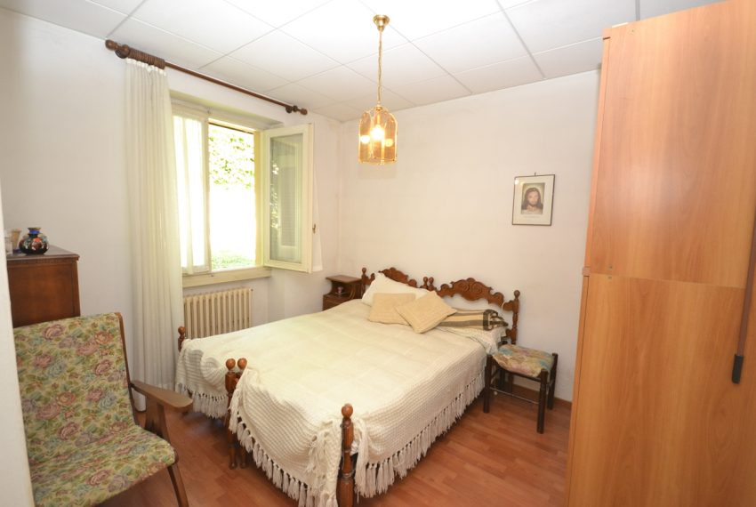 Menaggio Lake Como. Lake front apartment with balcony, parking space, lake view (8)