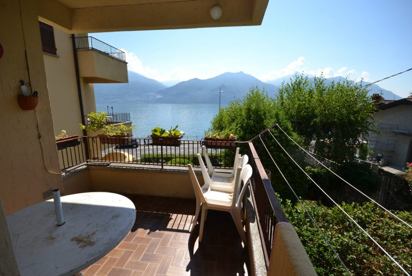 Menaggio Lake Como. Lake front apartment with balcony, parking space, lake view (9)
