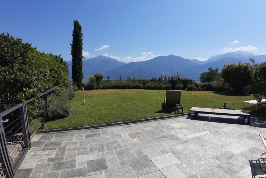 Menaggio large apartment in exclusive residence with pool (1)