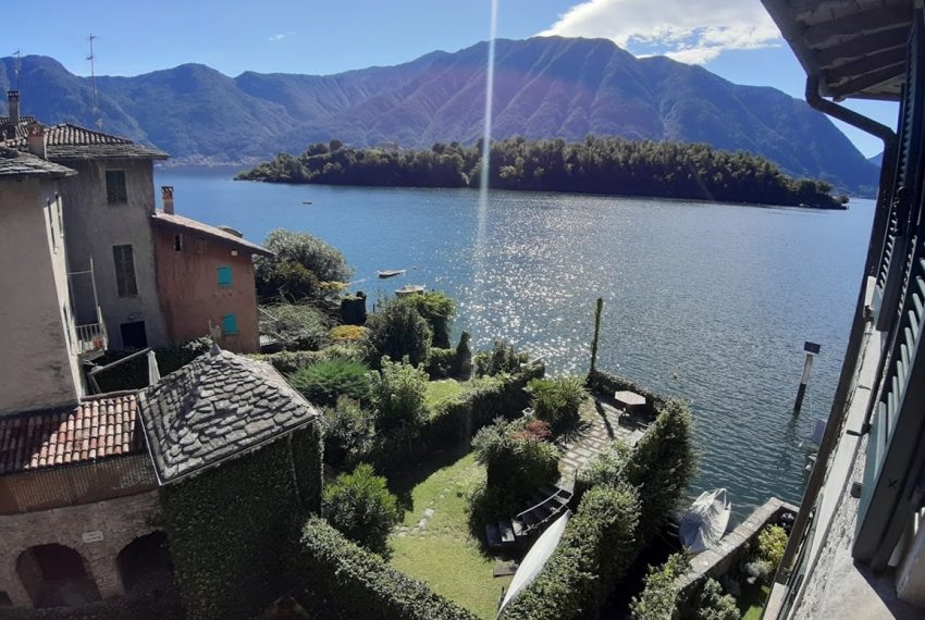 Lake Como Ossuccio penthouse with direct access to the lake (14)
