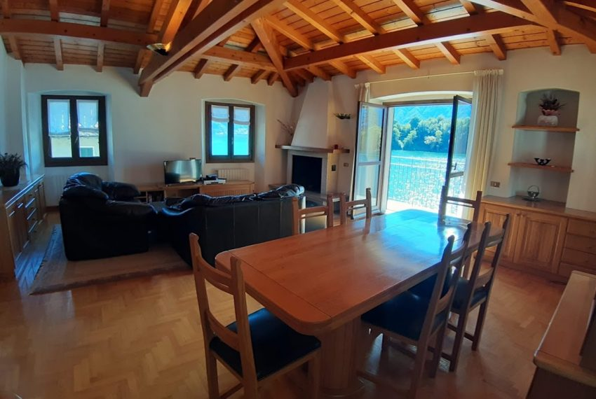 Lake Como Ossuccio penthouse with direct access to the lake (15)