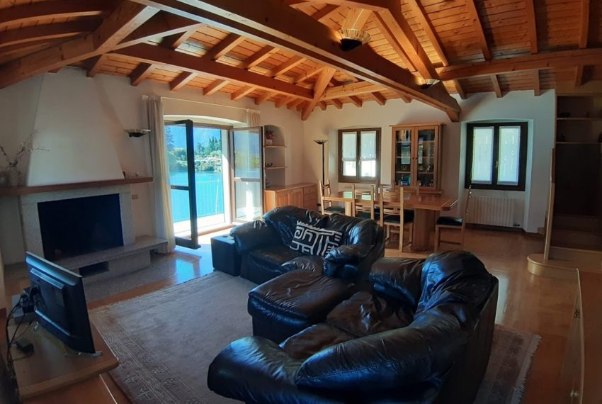 Lake Como Ossuccio penthouse with direct access to the lake (16)