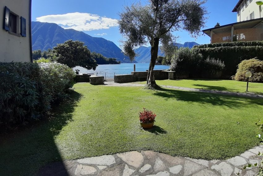 Lake Como Ossuccio penthouse with direct access to the lake (17)