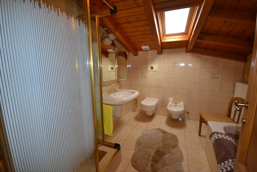 Lake Como Ossuccio penthouse with direct access to the lake (5)