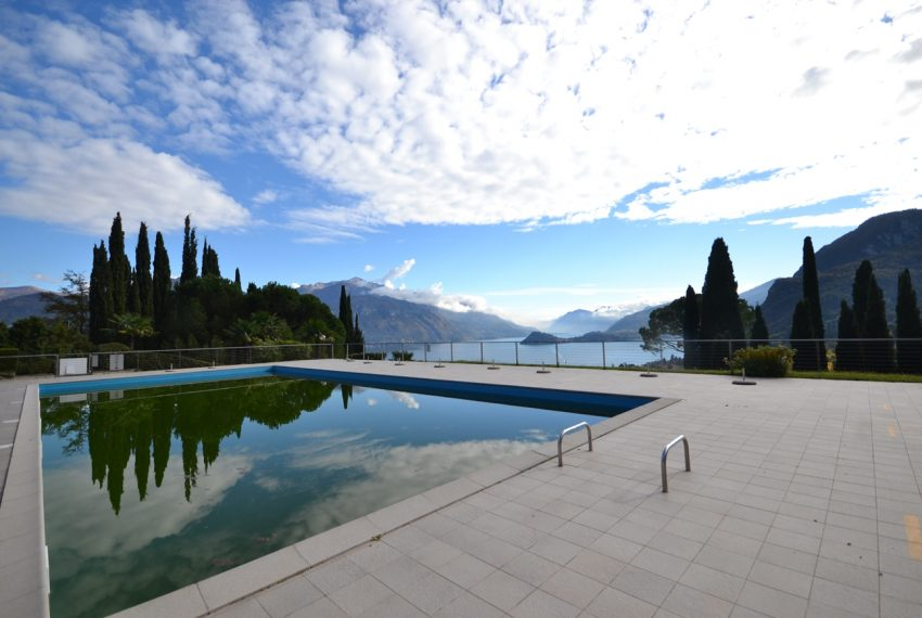 Lake Como Menaggio house in residenc with pool, tennis court and bowling green. Garage and private garden. (10)