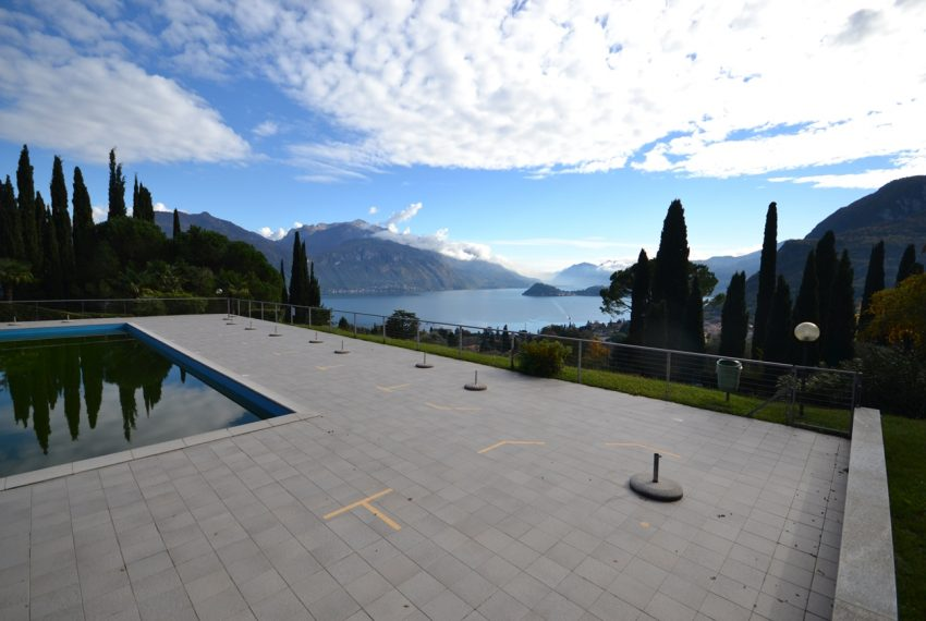 Lake Como Menaggio house in residenc with pool, tennis court and bowling green. Garage and private garden. (11)