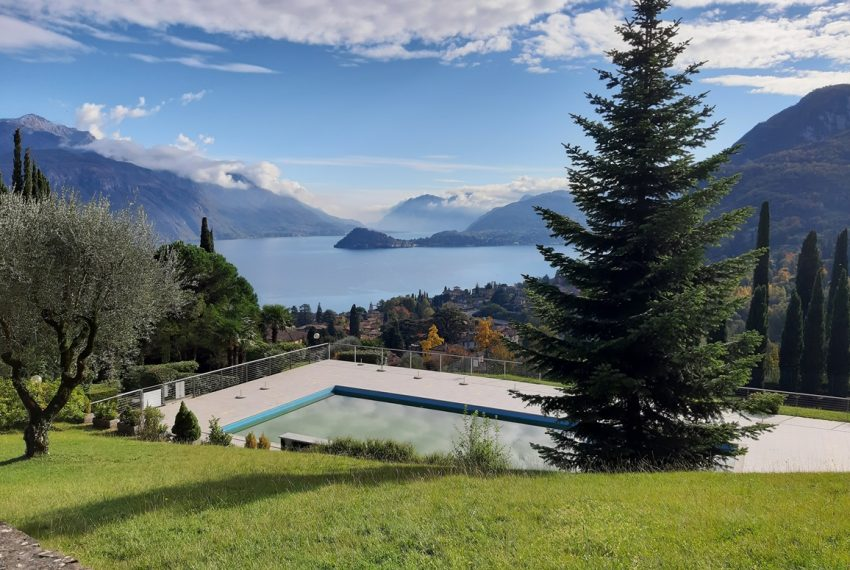 Lake Como Menaggio house in residenc with pool, tennis court and bowling green. Garage and private garden. (13)