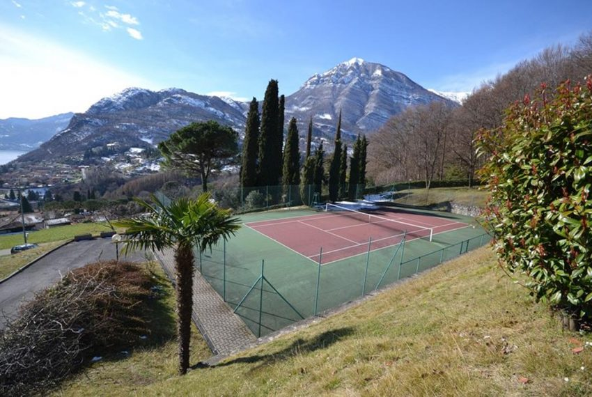 Lake Como Menaggio house in residenc with pool, tennis court and bowling green. Garage and private garden. (14)