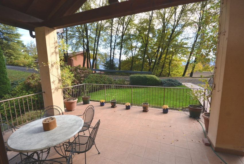 Lake Como Menaggio house in residenc with pool, tennis court and bowling green. Garage and private garden. (20)