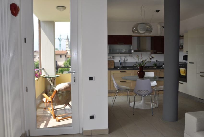 Domaso apartment close to the center with garage, cella and small garden (1)