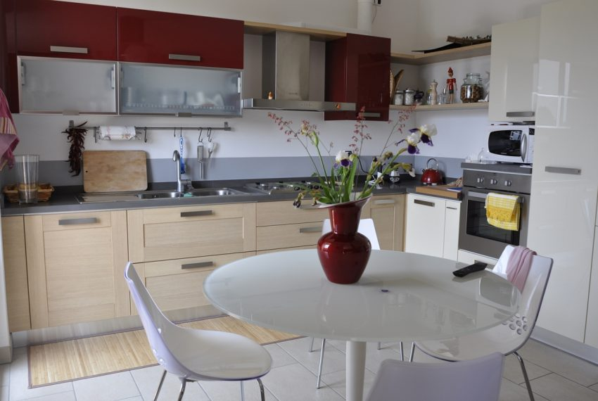 Domaso apartment close to the center with garage, cella and small garden (11)