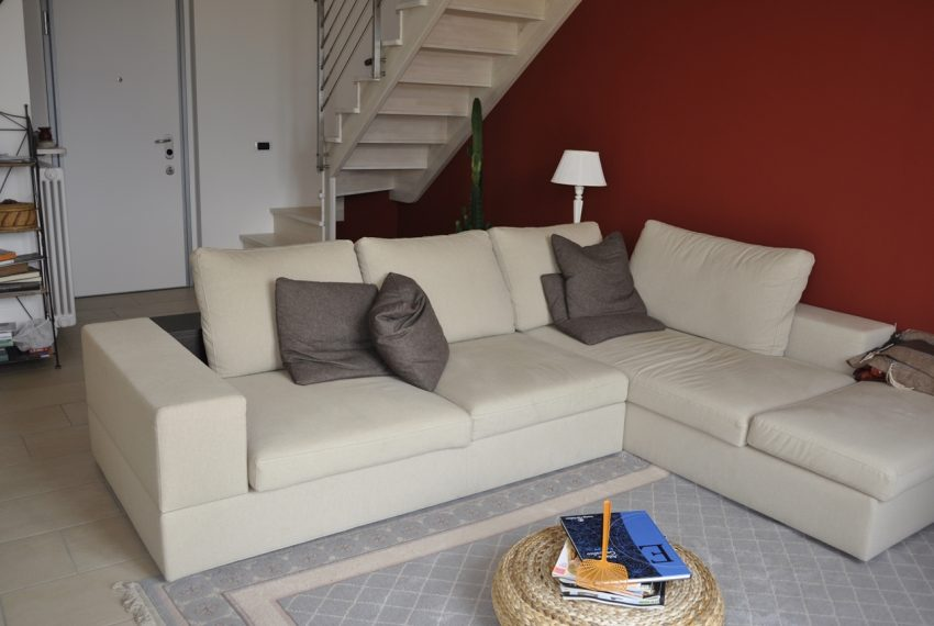 Domaso apartment close to the center with garage, cella and small garden (12)