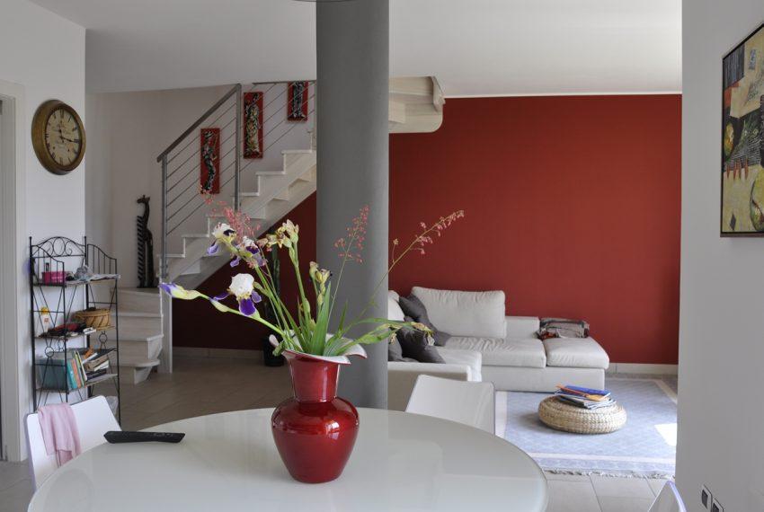 Domaso apartment close to the center with garage, cella and small garden (2)