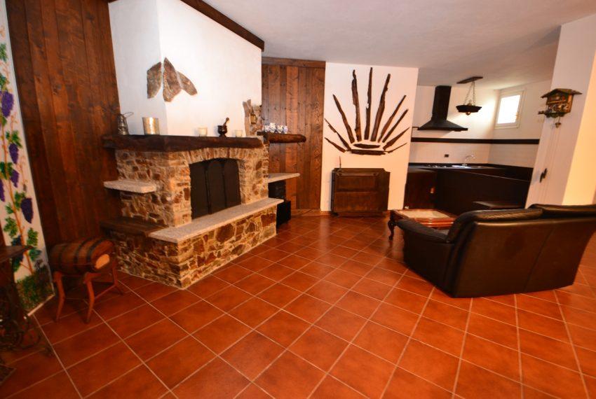 Lake Como tremezza villa for sale with garden and pool (11)