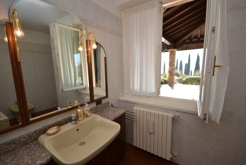 Lake Como tremezza villa for sale with garden and pool (29)