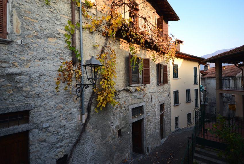 Lake Como tremezzina Lenno stone house in historic centre (10)