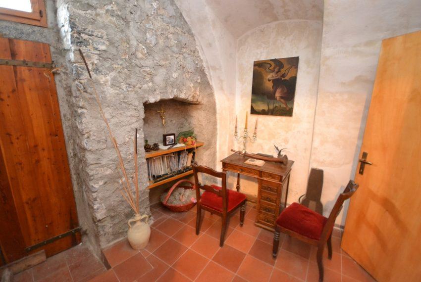 Lake Como tremezzina Lenno stone house in historic centre (13)