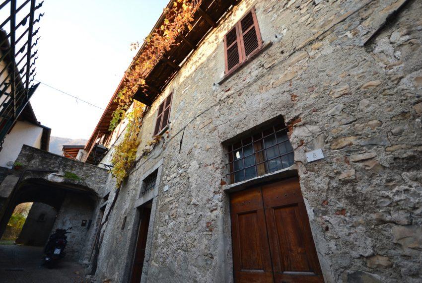Lake Como tremezzina Lenno stone house in historic centre (14)