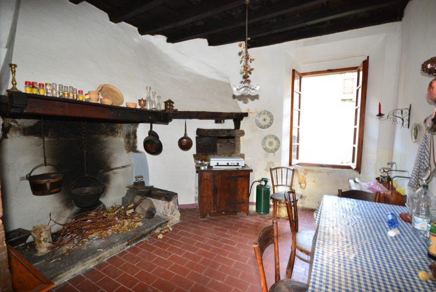 Lake Como tremezzina Lenno stone house in historic centre (16)