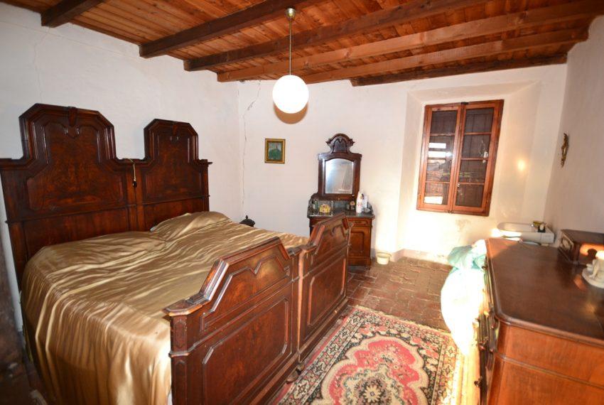 Lake Como tremezzina Lenno stone house in historic centre (6)