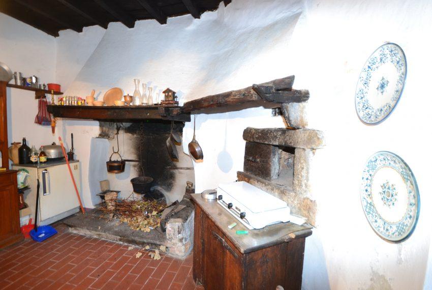 Lake Como tremezzina Lenno stone house in historic centre (9)