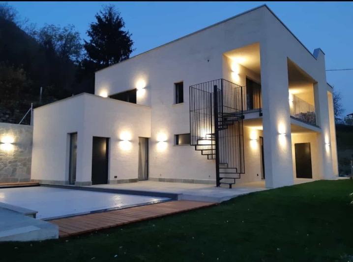 Vercana brand new modern villa with garden and pool (2)
