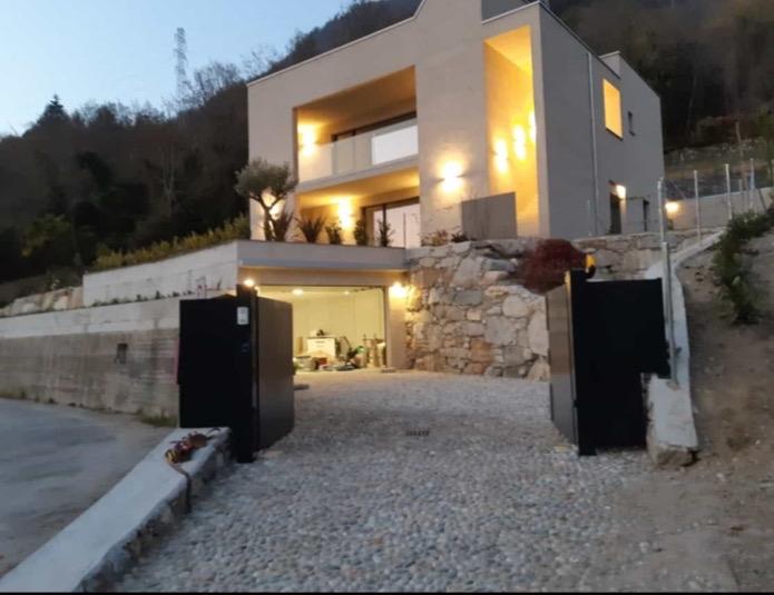 Vercana brand new modern villa with garden and pool (3)