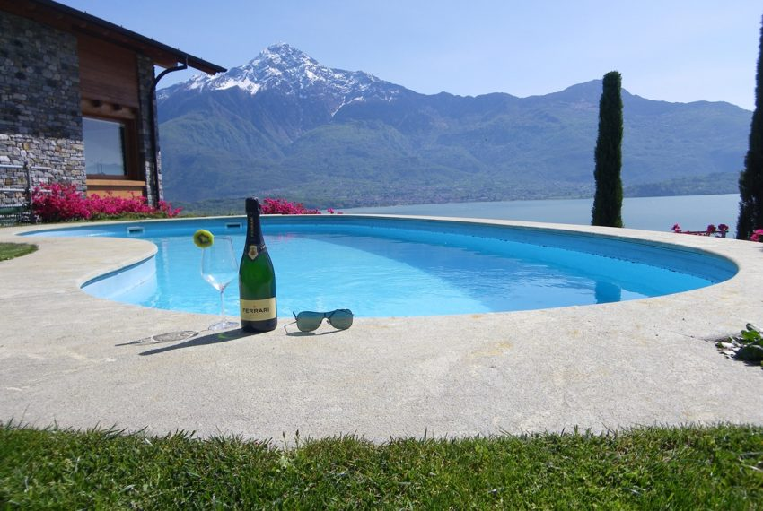 LAKE COMO stone villa for sale with garden, pool, garage and amazing view (25)