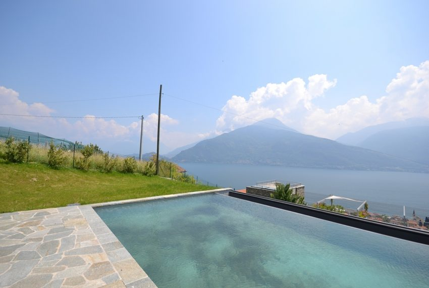 Lake Como apartment in residence with pool. Private parking, garden and lake view (10)